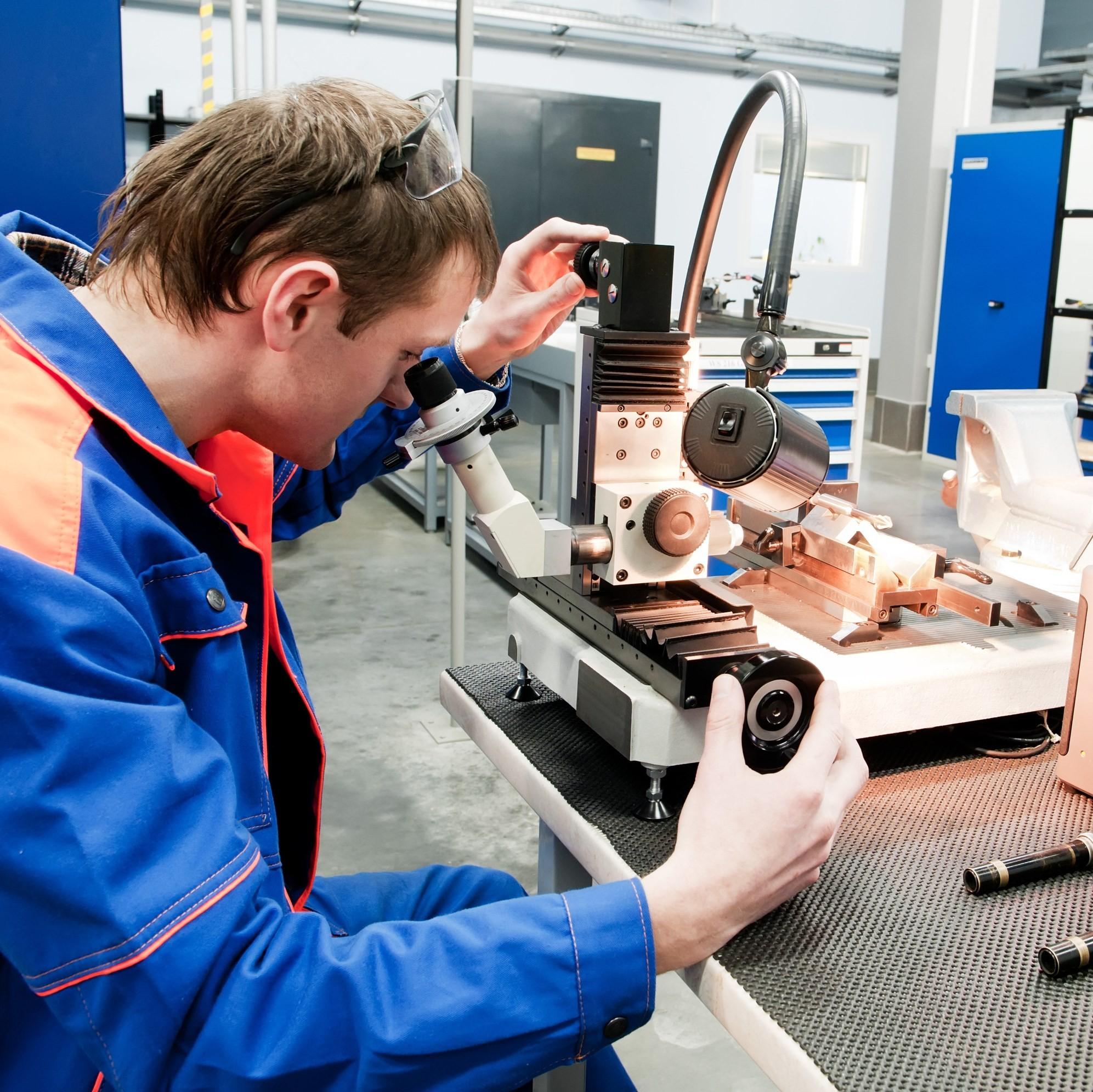 Mantenimiento y calibración de equipo de soldadura TIG